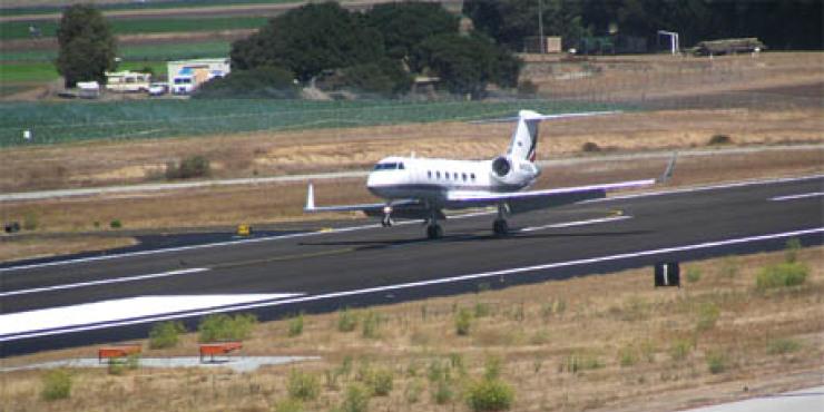 Link to read full article 'Salinas Municipal Airport Runway'